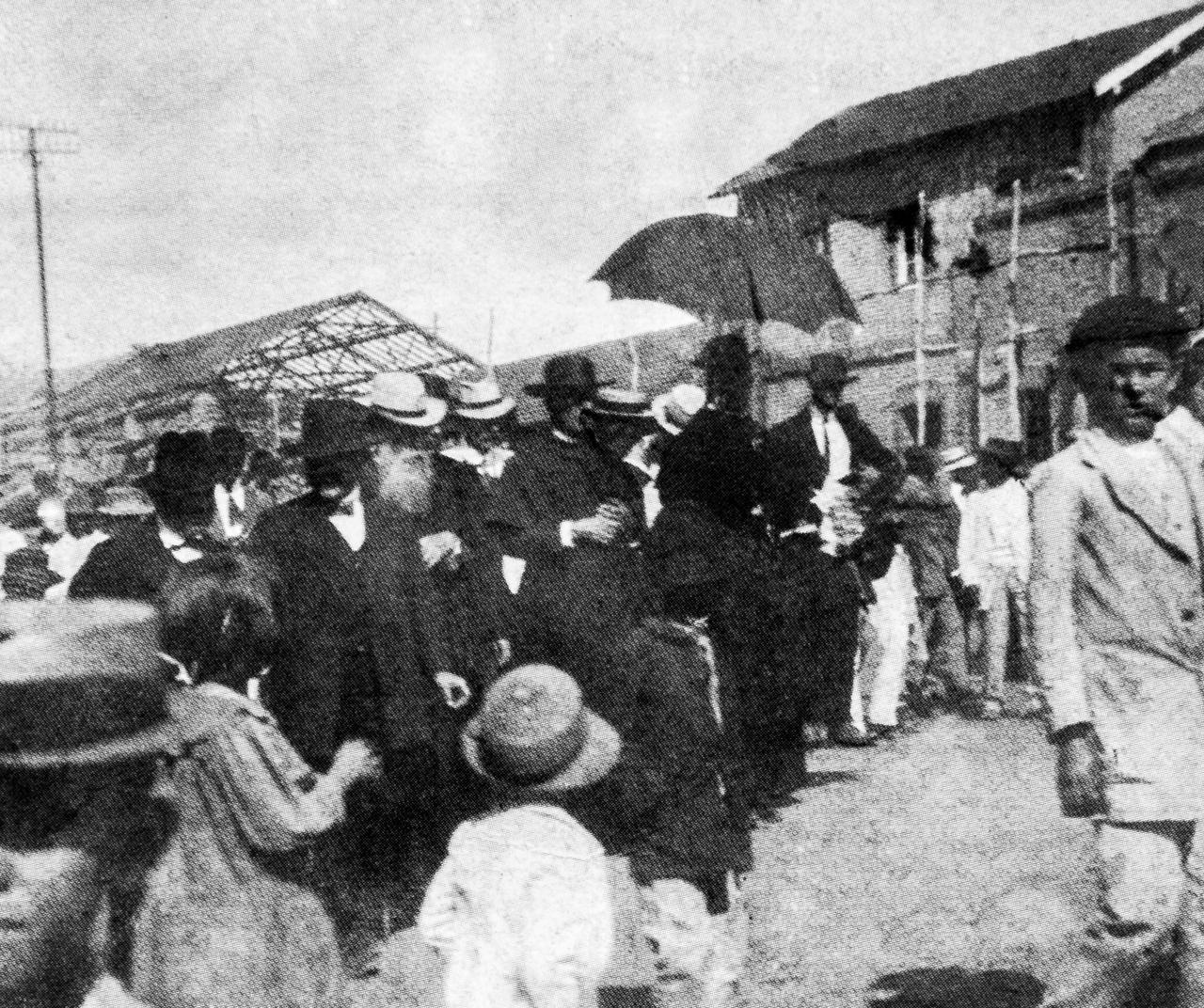 Imagem do início do século 20, quando o prédio em Espírito Santo do Pinhal foi inaugurado (Reprodução)